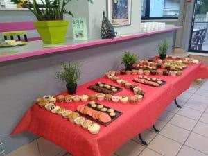 Buffet dînatoire préparé et servi par les jeunes du centre de jour de la PJJ
